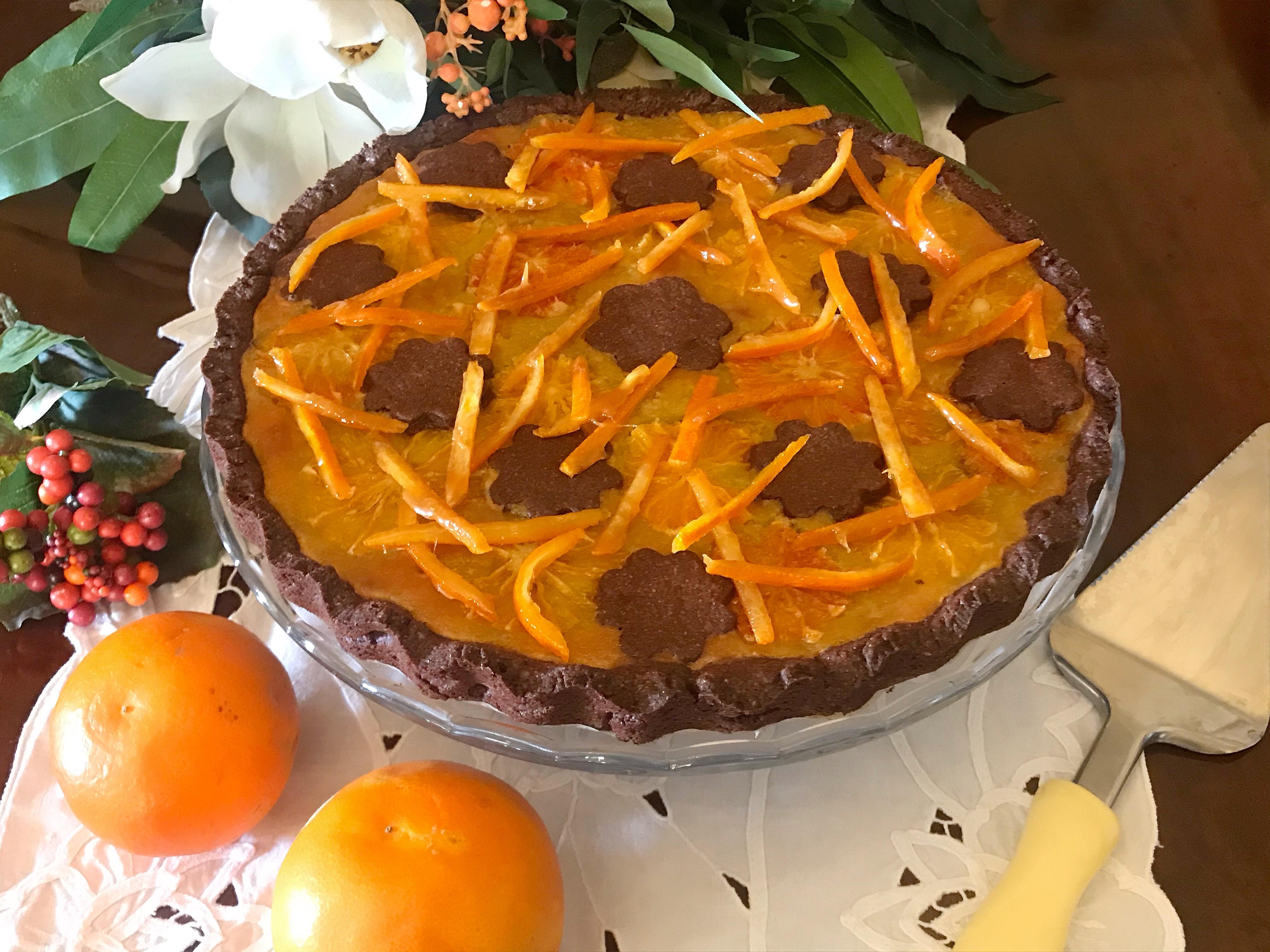Crostata al cacao con crema d'arancia e scorze candite