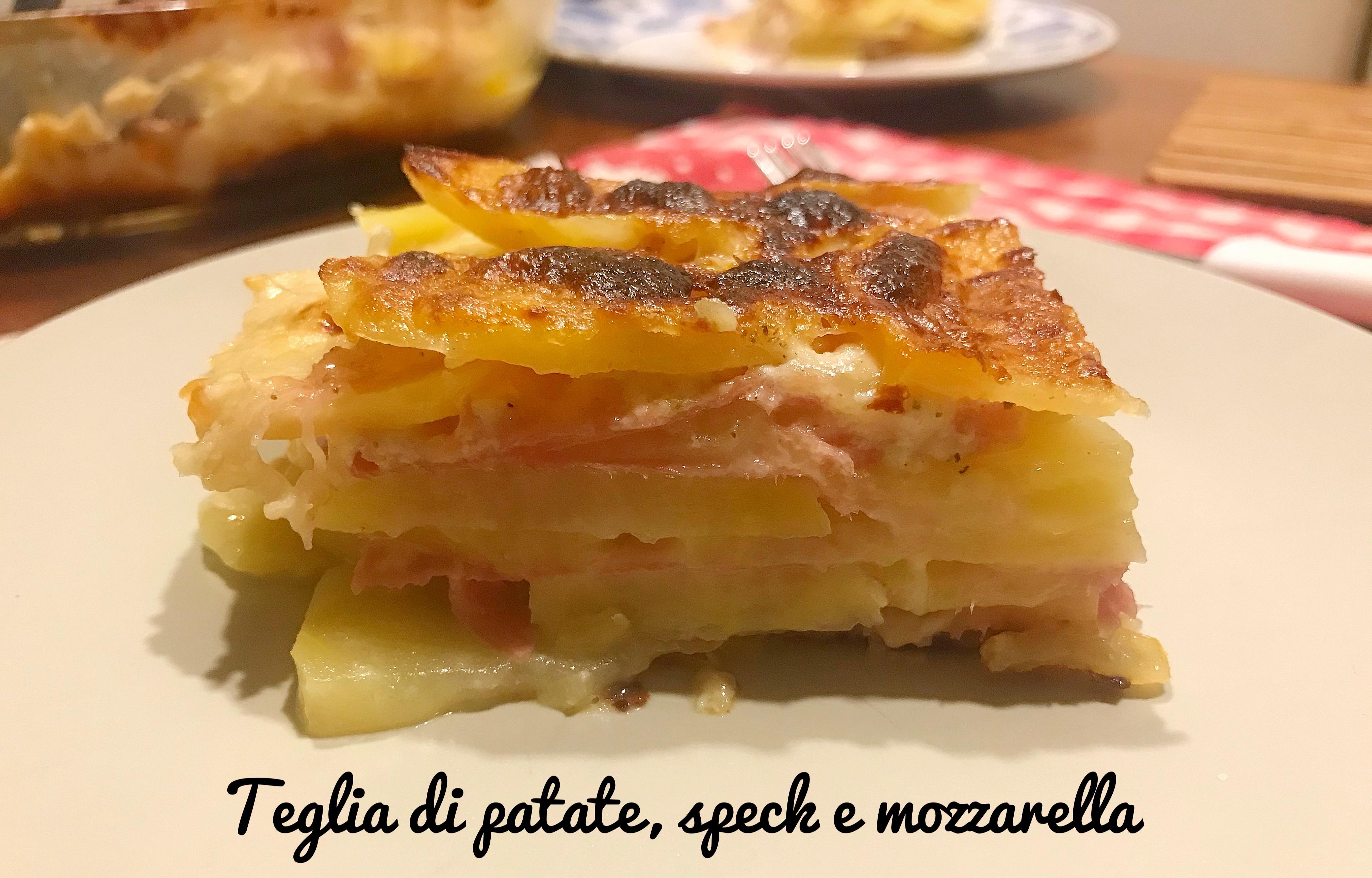 Teglia di patate, speck e mozzarella