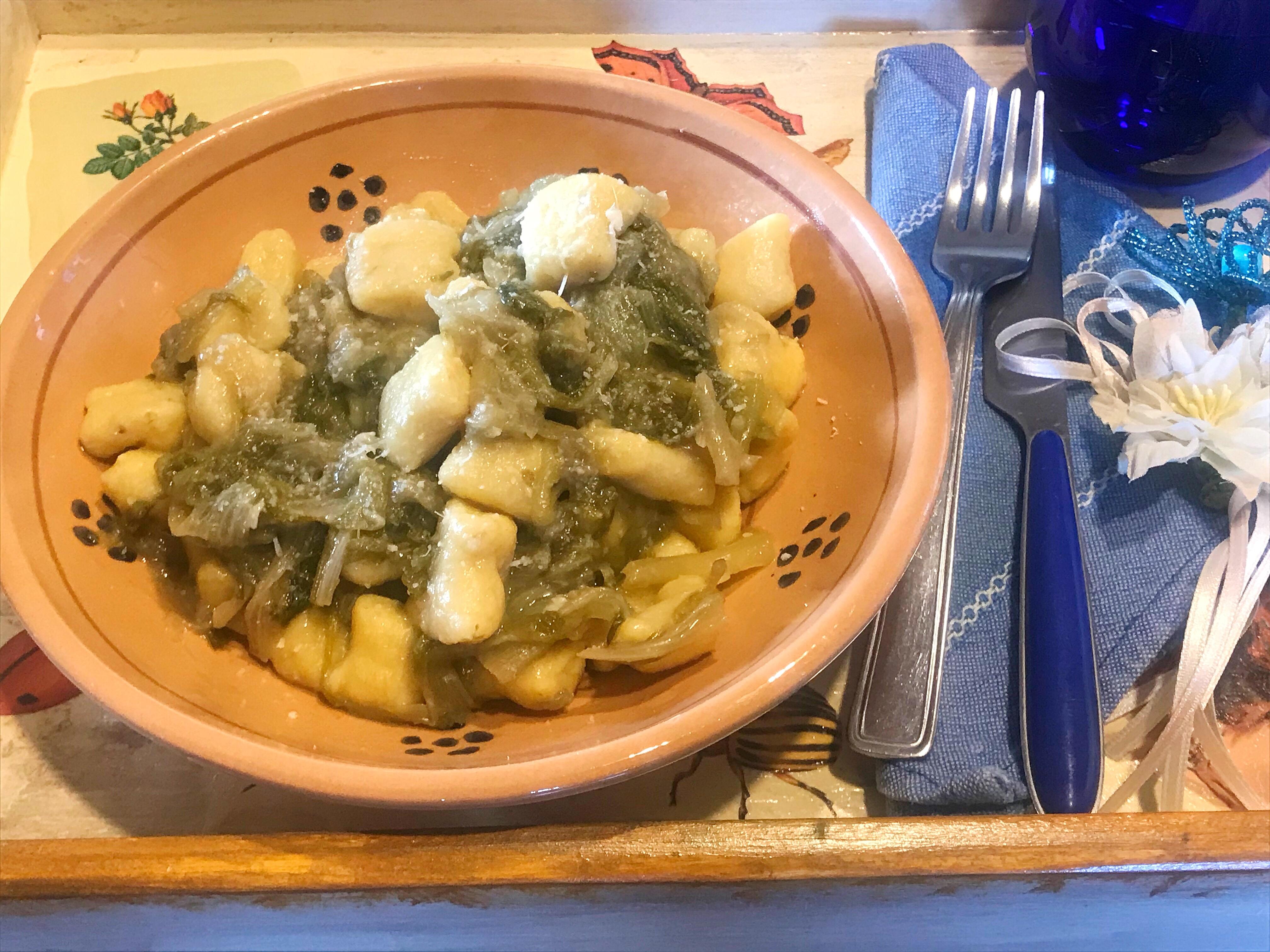 gnocchi di patate con scarola e acciughe